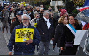 Lucie Desblancs et Allauch le Renouveau en faveur d'une meilleure sécrurité à Allauch - Municipales 2020 - marche contre la fermeture du commissariat à Allauch