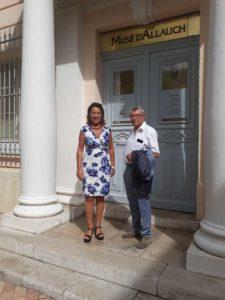 Lucie-Desblancs-candidate-municipales-Allauch-2020-devant-la-mairie-d-Allauch