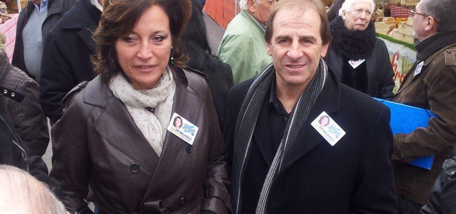 Lucie Desblancs au mileu des allaudiens. Marche pour un commissariat à Allauch...